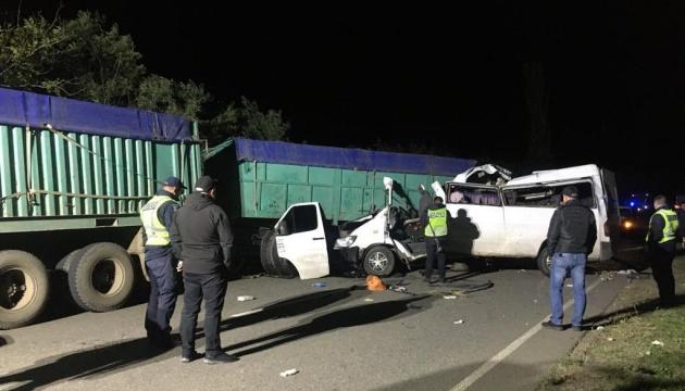На Миколаївщині мікроавтобус потрапив у ДТП: четверо загиблих, семеро травмованих