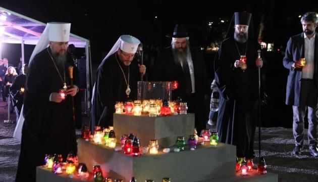バービン・ヤールにて祈祷 複数宗教団体代表者参加