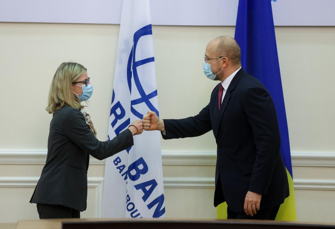 Моменти зустрічі прем'єр-міністра України Дениса Шмигаля та Віце-президента Світового банку в справах регіону Європи та Центральної Азії було Анни Б'єрде