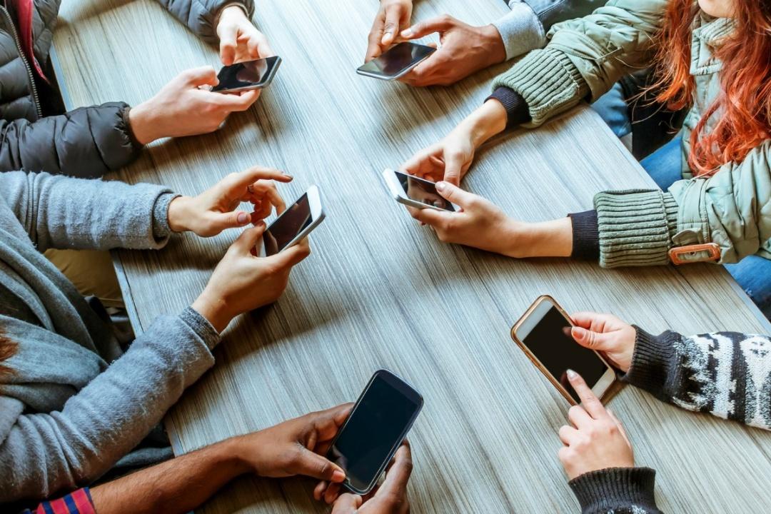 Падіння соціальних мереж, а особливо тимчасове, це радше психологічний фактор