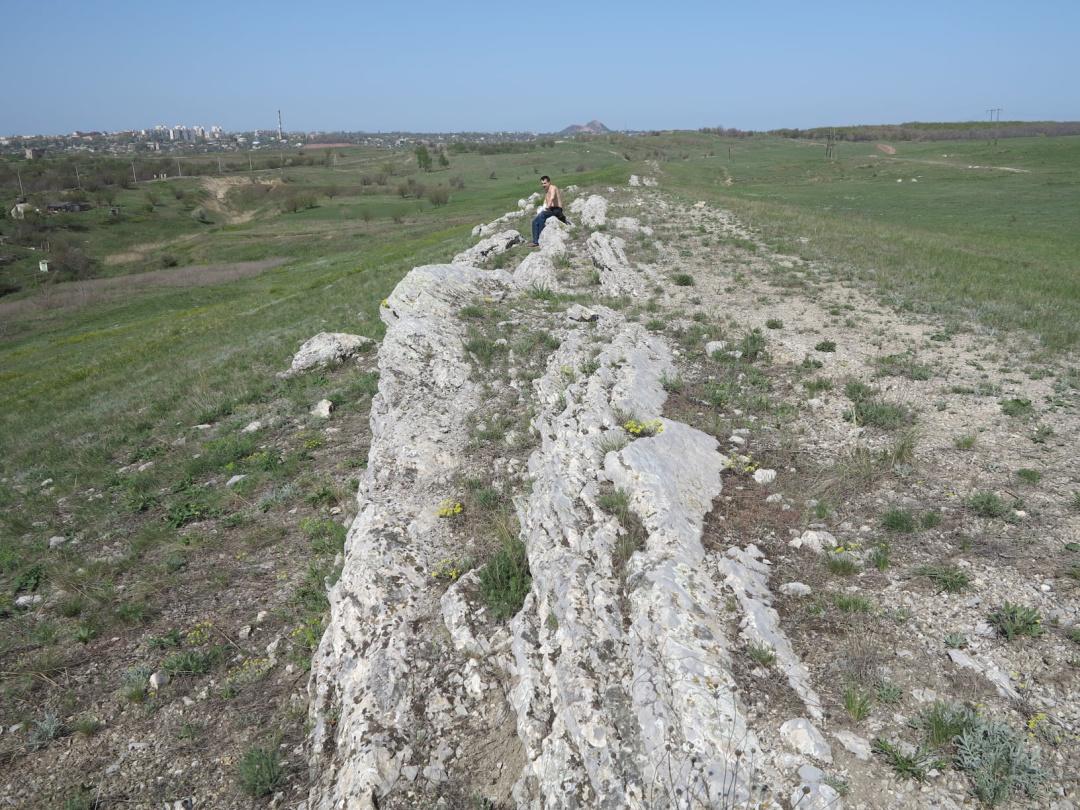 Снєгирьов, на задньому плані - Краснодон. 2013