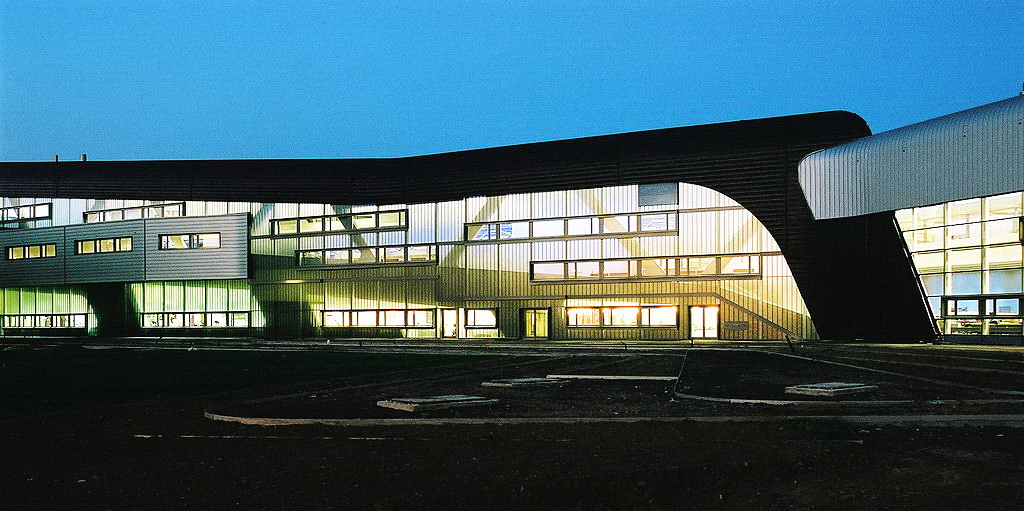 """Wентральна будівля заводу """"BMW AG"""" у Лейпцігу, Саксонія"""