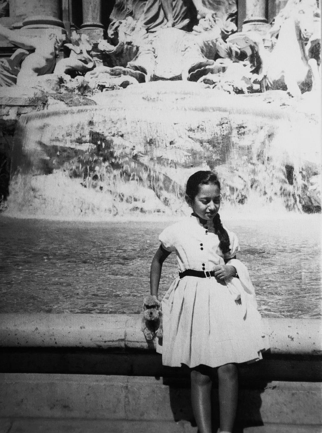 Юна Заха Хадід біля фонтану Треві, Рим