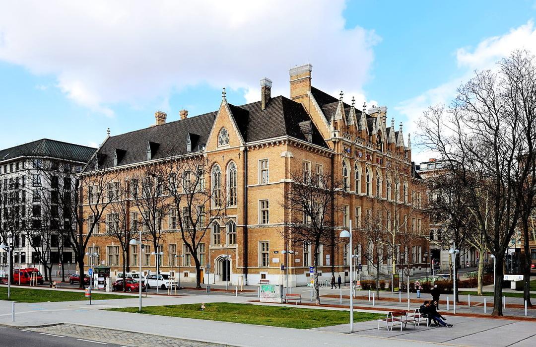 Академічну гімназію (Akademisches Gymnasium) на Бетховенплац, 1