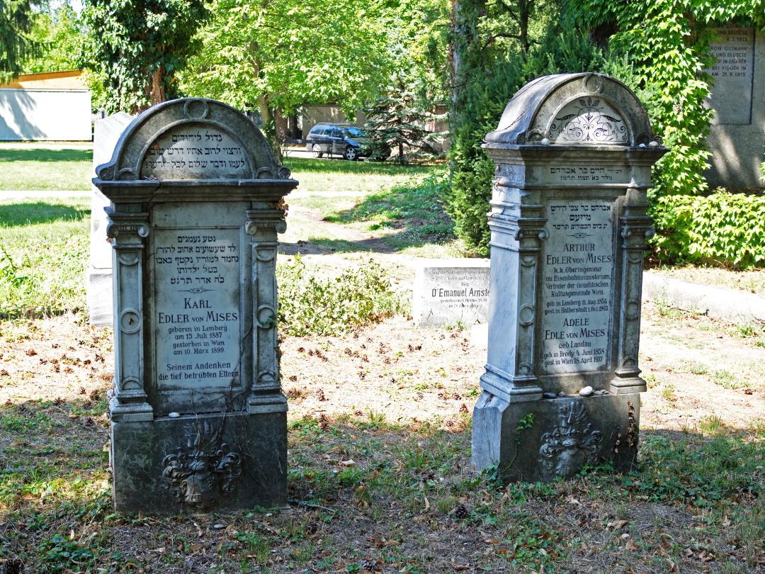могила батька Артура, матері Адель та брата Карла, відень, Австрія