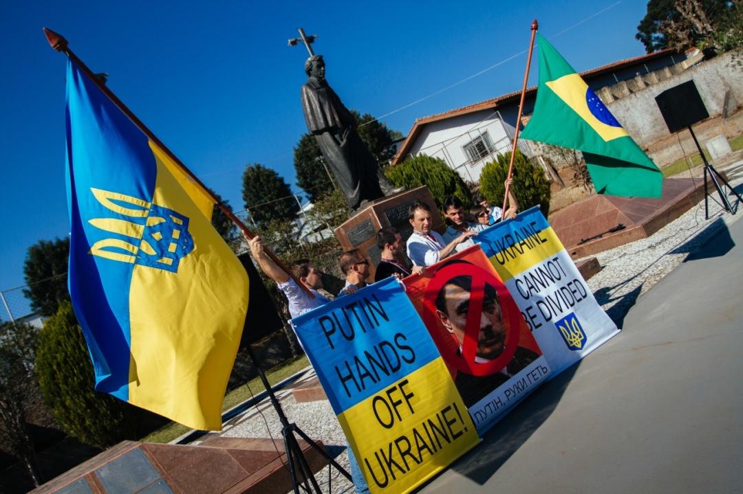 Акція протесту проти агресії режиму Владіміра Путіна щодо України, Прудентополіс (Бразилія), 2014 рік / Фото: Марсіо Пімента