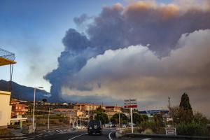 Діоксид сірки з виверження вулкана на Канарах дістався України