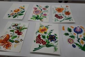 Українки в Туреччині організували майстер-класи з Петриківського розпису та вишивки