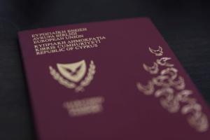 Кіпр позбавляє громадянства 45 власників «золотих паспортів»