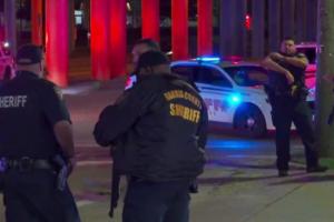 Техасские копы проводили арест в баре и наткнулись на засаду: один убит, двое - ранены