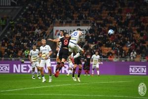 «Милан» обыграл «Верону» и стал лидером Серии А