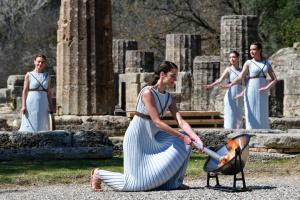 У Стародавній Олімпії запалили вогонь зимових Ігор-2022