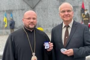 Владика УГКЦ отримав відзнаку Духовного опікуна СУМ