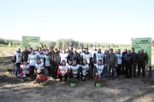 Студенты посадили на Черкасщине сосново-дубовый лес