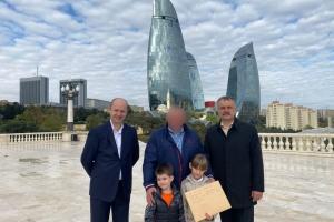 В Азербайджані маленькі українці взяли участь в акції до Дня захисників і захисниць України