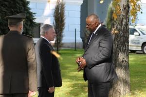 Verteidigungskooperation: Taran erzählt über Vereinbarungen mit dem Chef von Pentagon