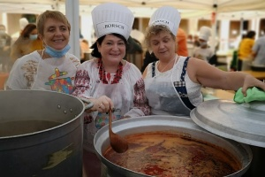 Українська громада приготувала борщ на Міжнародному фестивалі супів у Барселоні
