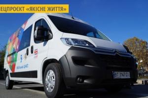 Вперше на Херсонщині громади отримали автомобілі для надання соціальних послуг