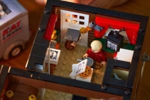 """LEGO presenta set de """"Home Alone"""" diseñado por un ucraniano"""