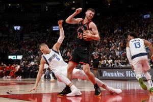 НБА: 7 очок Михайлюка не врятували «Торонто» від поразки «Далласу»