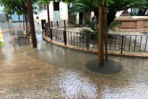 В Іспанії - сильні повені: затоплені вулиці, автомобілі та будівлі
