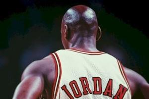 Кроссовки Майкла Джордана продали на аукционе за рекордные $1,5 миллиона