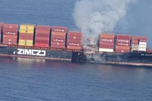 Пожежу на контейнеровозі біля узбережжя Канади нарешті взяли під контроль