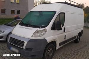 У Польщі затримали українця, який перевозив у мікроавтобусі 41 мігранта
