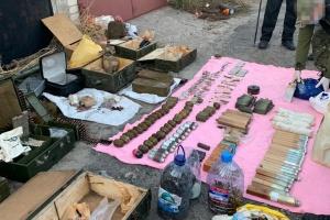 ДБР викрило поліцейського, який продавав зброю криміналітету