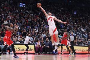 НБА: «Торонто» програв вдома «Чикаго», Михайлюк набрав 5 очок