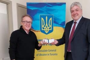У Канаді посвідчення закордонного українця отримав нащадок Михайла Грушевського