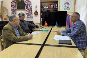 У Киргизстані посол провів зустріч з з головою українського товариства