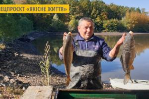 На Буковині у лісовому озері вирощують екологічно чисту рибу
