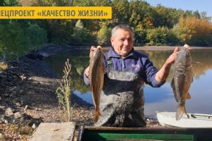 На Буковине в лесном озере выращивают экологически чистую рыбу