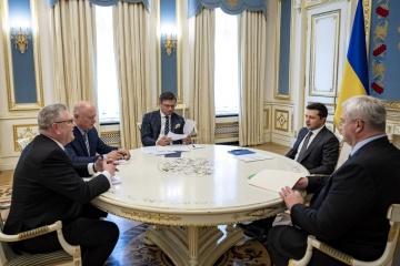 Presidente recibe credenciales del nuncio apostólico, embajadores de Israel y Letonia