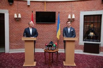 Kuleba erörtert mit türkischem Außenminister Sicherheit im Schwarzen Meer