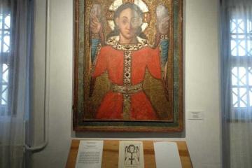 У замку на Рівненщині відкрили виставку ікон з усміхненими святими