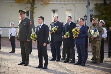 El presidente honra la memoria de los caídos por Ucrania