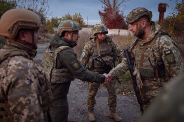President visits frontline positions of Ukrainian military in Donbas