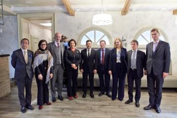 ゼレンシキー大統領、G7大使と会談 国内改革やドンバス問題を協議