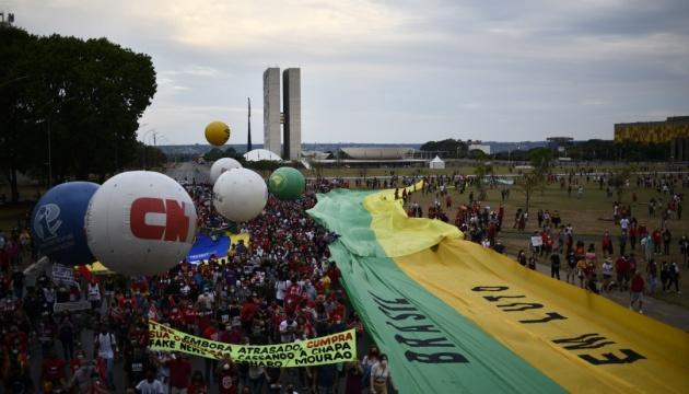 Тисячі демонстрантів по всій Бразилії вимагали відставки президента