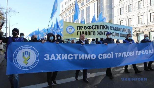 Welttag für menschenwürdige Arbeit: Ukrainische Gewerkschaften protestieren in Kyjiw