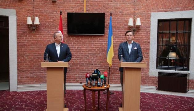 Кулеба обговорив із главою МЗС Туреччини безпеку в Чорному морі