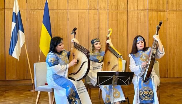 У Гельсінкі виступило тріо бандуристок «Оріана»