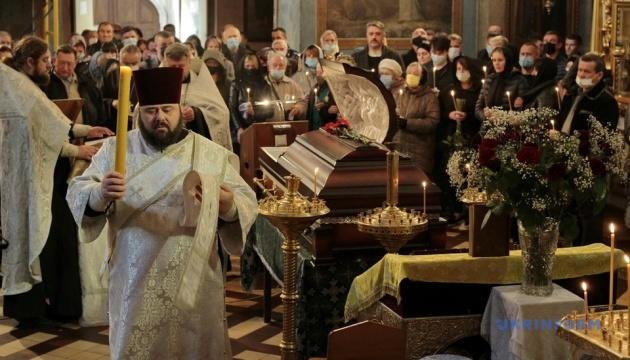 На похорон Полякова в Чернігові прийшли сотні містян і народні депутати
