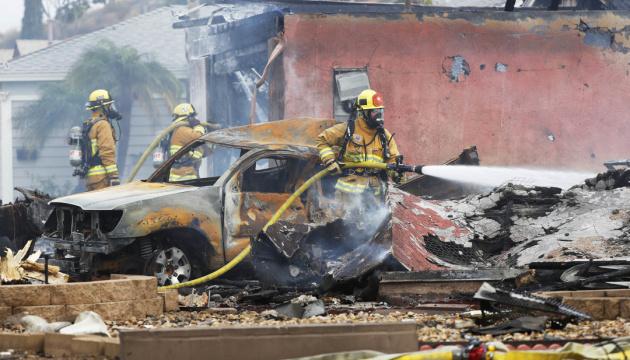 У Штатах літак упав на житловий квартал, є загиблі