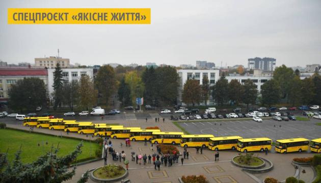 Шкільний автопарк Рівненщини поповнився 15 новими автобусами