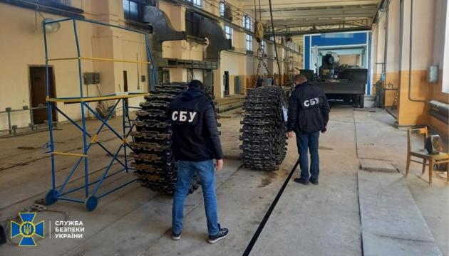 СБУ викрила оборудку з неякісними гусеничними стрічками до бронетехніки