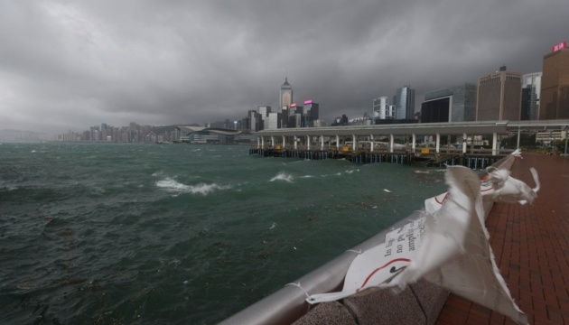 Гонконг накрив тайфун «Компасу», десятки постраждалих