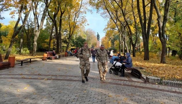 У парку Шевченка збираються учасники маршу до Дня захисників та захисниць